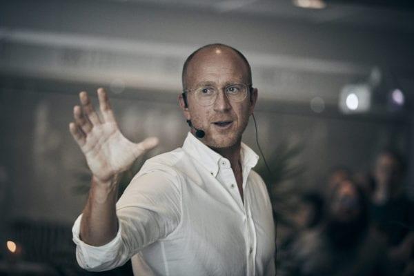 Christian Palmqvist under en föreläsning på One Agency