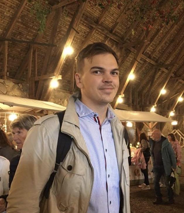 Christoffer Strandberg är Backend-utvecklare inom JavaScript.