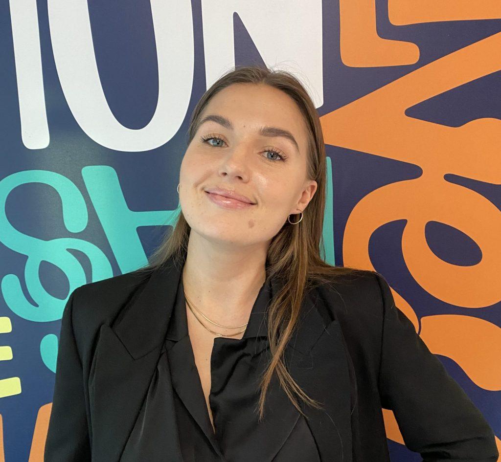 Marina Montgomery jobbar med rekrytering och HR-frågor på One Agency