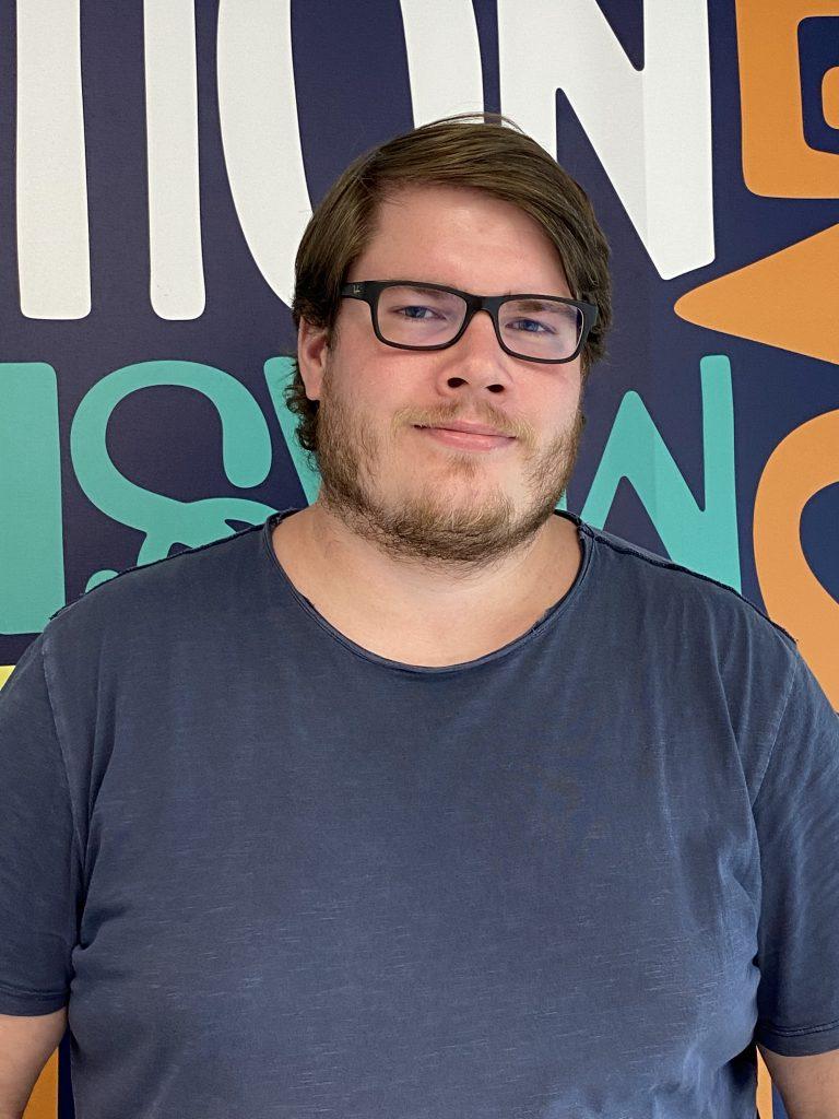 Fullstackutvecklaren Johan jobbar i JavaScript och React.